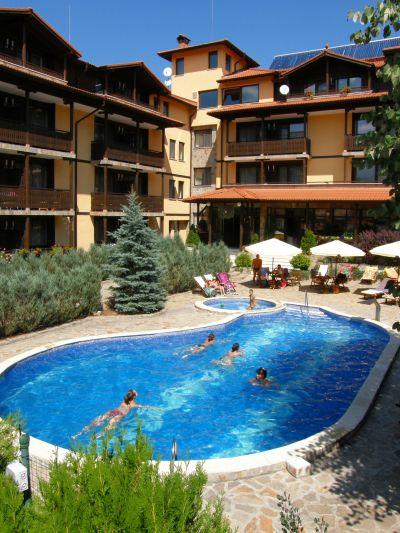 Открит отопляем басейн на хотел Център в град Априлци - Хотел Център - Априлци