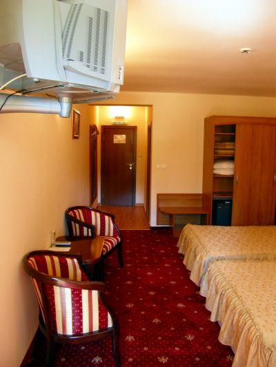 Стаи и апартаменти на Хотел Център в град Априлци - Хотел Център - Априлци